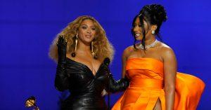 Beyoncé in Schiaparelli at the Grammys