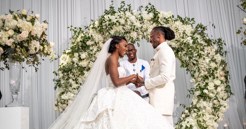 Weddings: A Big Texas Wedding With a First Kiss